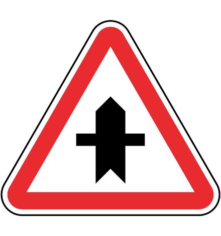 B8-Cruzamento-com-estrada-sem-prioridade-sinalizacao-vertical-regulamentacao-cedencia-passagem-prioridade