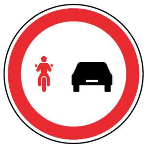 C14c-Proibicao-de-ultrapassar-para-motociclos-sinalizacao-vertical-regulamentacao-proibicao