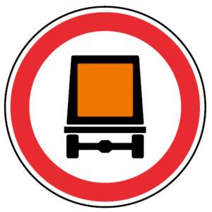 C3p-Transito-proibido-a-veiculos-transportando-mercadorias-perigosas-sinalizacao-vertical-regulamentacao-proibicao