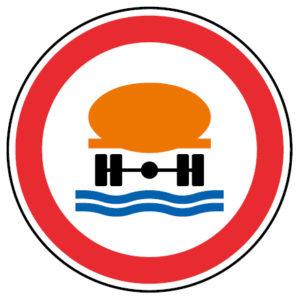 C3r-Transito-proibido-a-veiculos-transportando-produtos-susceptiveis-de-poluire-as-aguas-sinalizacao-vertical-regulamentacao-proibicao