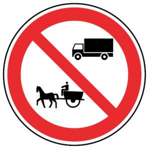 C4d-Transito-proibido-a-automoveis-de-mercadorias-e-a-veiculos-de-traccao-animal-sinalizacao-vertical-regulamentacao-proibicao