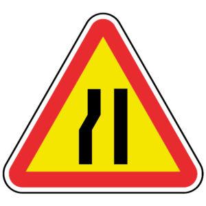 AT8-Passagem-estreita-esquerda-perigo-sinalizacao-vertical-temporaria
